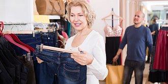 Skinny džíny jsou pasé! Jaké vám v šatníku nesmí chybět letos?
