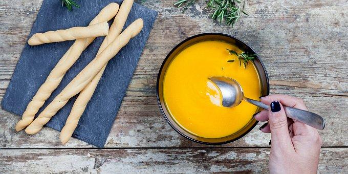 3 skvělé polévky: Mrkvový krém, ukrajinský boršč, pórková se slaninou