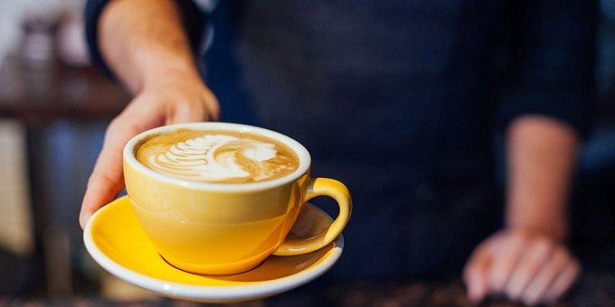 Barva hrnečku na kávu ovlivňuje její chuť! Z čeho pijete kafe vy?