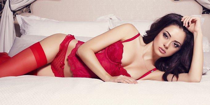 Jste v posteli dračice, nebo romantička? Co o vás řekne oblíbená barva