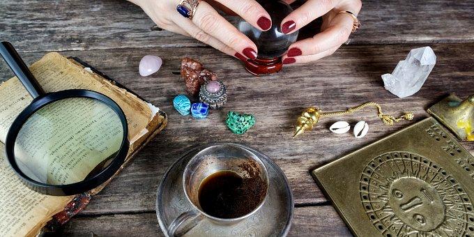 Obklopte se kameny! Růženín pomůže při astmatu, měsíční kámen zase při stresu