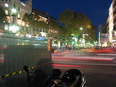 Pohled z Plaça de Catalunya na La Rambla