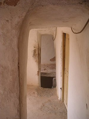 Chodba spojující místnosti ksaru