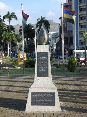 Památník na nábřeží