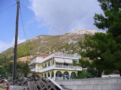 Pohled na horu nad Argassi