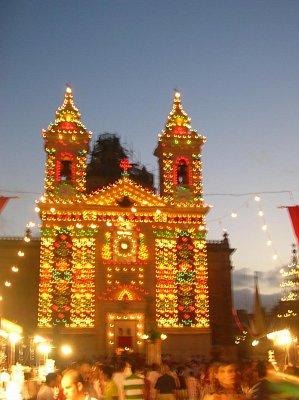 Vyzdobený kostel u příležitosti festy