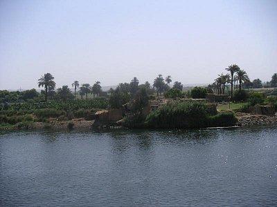 Pohled z paluby na břeh Nilu (nahrál: admin)