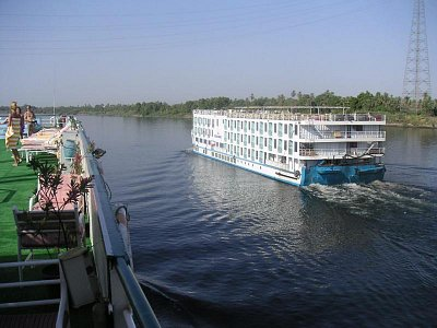 Pohled z paluby na stejně vypadající loď (nahrál: admin)
