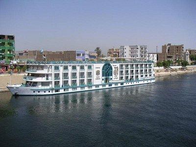 Loď kotvící v Edfu (nahrál: admin)