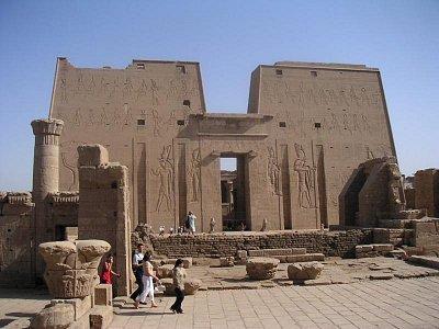 Hórův chrám v Edfu zepředu (nahrál: admin)