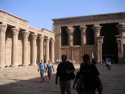 Nádvoří chrámu v Edfu (nahrál: admin)