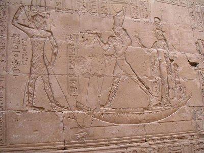 Hór harpunující Sobeka proměněného v hrocha (nahrál: admin)