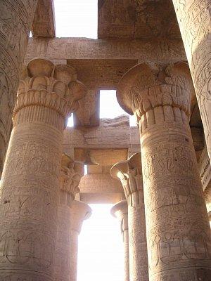 Sloupy chrámu v Kóm Ombu (nahrál: admin)