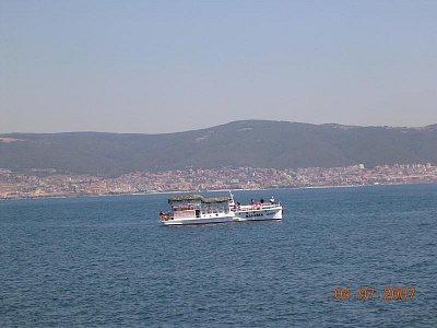 Černé moře - V pozadí vesnička Sveti Vlas. Pohled od Nessebaru. (nahrál: Mira)