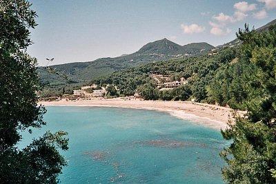 Parga - Pláž Valtos s tureckou pevností v pozadí. (nahrál: Libor)