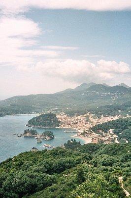 Parga - Pohled od kapličky Ag.Eleni. (nahrál: Libor)
