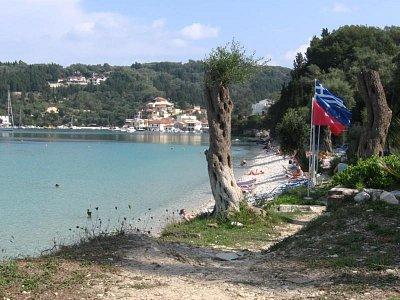 Pláž v Lacce - Kamenitá, lehátka za poplatek, nevhodná pro děti po dvou metrech jemný bílý písek. (nahrál: LenkaK)