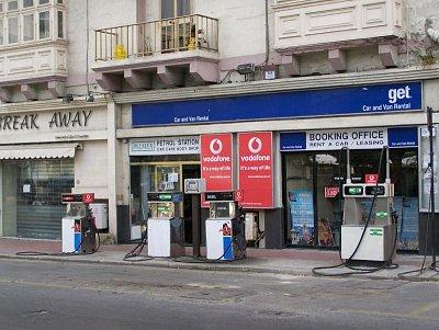 Benzínová pumpa ve Sliemě (nahrál: Radka Mihulova)