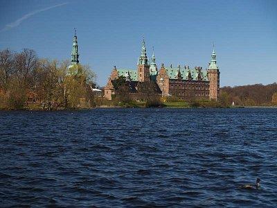 pohled na zámek a jezero (nahrál: admin)