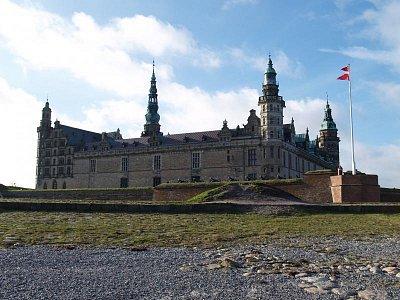 před hradem Kronborg (nahrál: admin)