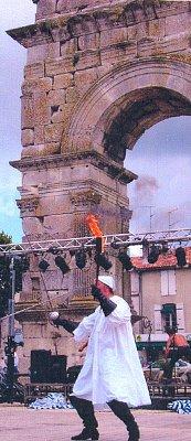 Oblouk je brána do města, často se zde konají různé akce (nahrál: admin)