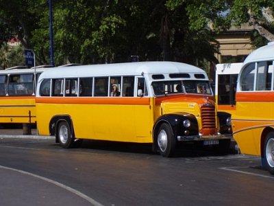 bus - čím starším busem pojedete tím lépe, hlavně v létě, protože staré autobusy narozdíl od nových mají velké okna což je v létě k nezaplacení (nahrál: addonics)