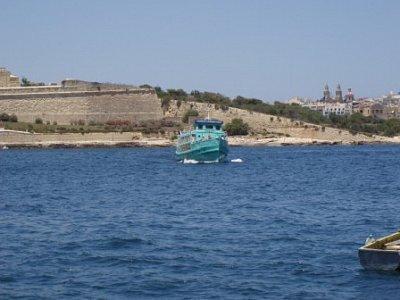 trajekt - tak tato loď jezdí mezí Sliemou a Vallettou  (nahrál: addonics)