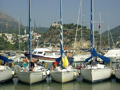 "Parga - Přístav lodí u pláže ,,Valos\""... (nahrál: Evinka)"