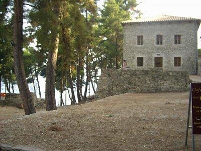 Parga -  Letní procházka u zříceniny hradu... (nahrál: Evinka)