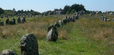 menhiry v Carnacu (nahrál: Ještěrka)
