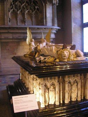 Palác Burgundských vévodů - Náhrobek Jana Nebojácného (Jean sans Peur) a jeho manželky (nahrál: Lucie Tichá)