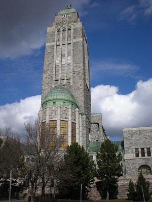 cirkevni budova - primo nad mestem,na kopecku stoji tato budova,jako majak cirkve. (nahrál: Vlastimil)