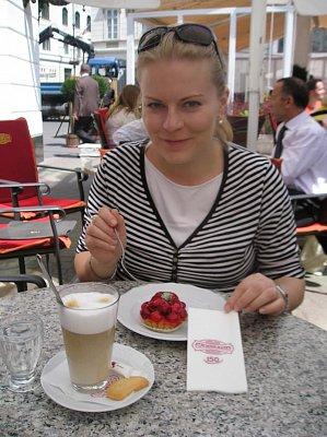 ve vyhlášené cukrárně Gerbeaud - cukrárna se nachází na náměstí Vorosmarty tér (nahrál: Alena Lněničková)