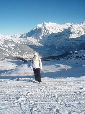 Alpy - Z Männlichen pohled na Grindelwald, Wetterhorn a trošičku First (nahrál: monika)