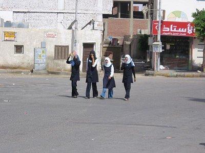 oblečení egyptských dívek (nahrál: dagbul)