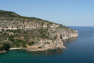 klášter nad zátokou s nádhernou pláží (nahrál: Alena Melicharová)