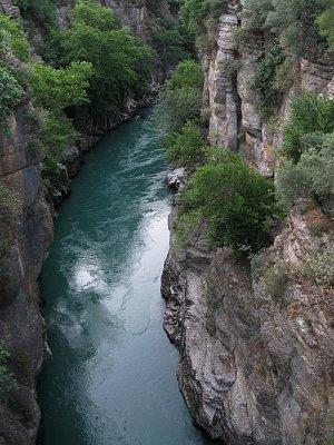 Koprülü kaňon - Řeka Köprü sevřená mezi skalami, zde začíná plavba na raftech (nahrál: Karel STIEBITZ)