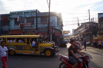 Jeepney na cestě (nahrál: admin)