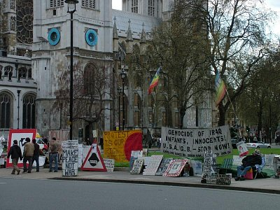 demonstrace před Parlamentem (nahrál: admin)
