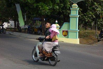 Indonésií na motorce (nahrál: admin)