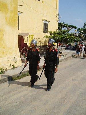Policie v Hoi An (nahrál: admin)