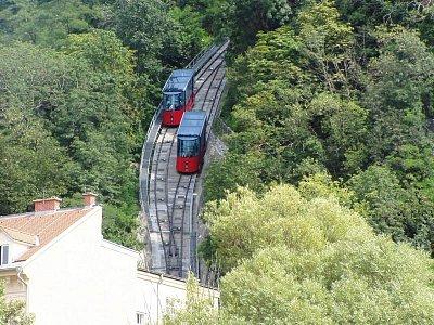 Graz 03 - Pohled na kolejovou lanovku ,která vede z hory Schlossberg. (nahrál: Martin Svozil)