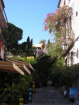 Malebná ulička v Taormině (nahrál: Hádlíková Hana)