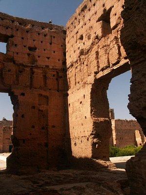 """Palác El Badi - Když si sultán ověřoval při slavnostním otevření, jak na návštěvníky působí jeho nový palác, zeptal se na názor svého dvorního šaška. \""""Sidi\"""", odpověděl ten muž, \""""z toho bude jednou nádherná ruina.\"""" (nahrál: Petr Kubík)"""
