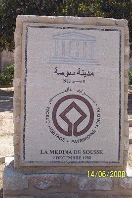 Tunisko Sousse - La Medina De Sousse před vstupem do starého města s tržnicí. (nahrál: kůzlenka)