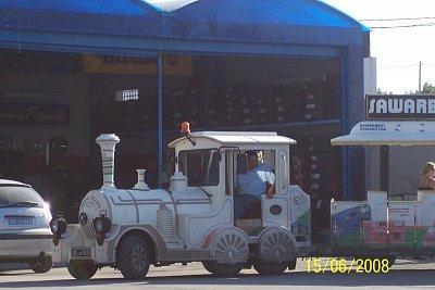 Tunisko - Naše Barumka v Tunisku u benzínky. (nahrál: kůzlenka)