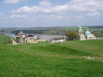 Chotyn - pohled na hrad a pravoslavný kostel (nahrál: Kamil Hainc)