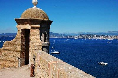 V pozadí Cannes z ostrova Marguerita (nahrál: Zdenek Veselý)