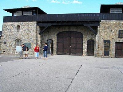 Mauthausen - Vstupní brána (nahrál: Seklem)