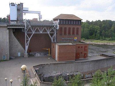 Vattefall - Vodní elektrárna, vytesaná do skály, vedle je vidět původní koryto řeky (nahrál: josef Vágner)